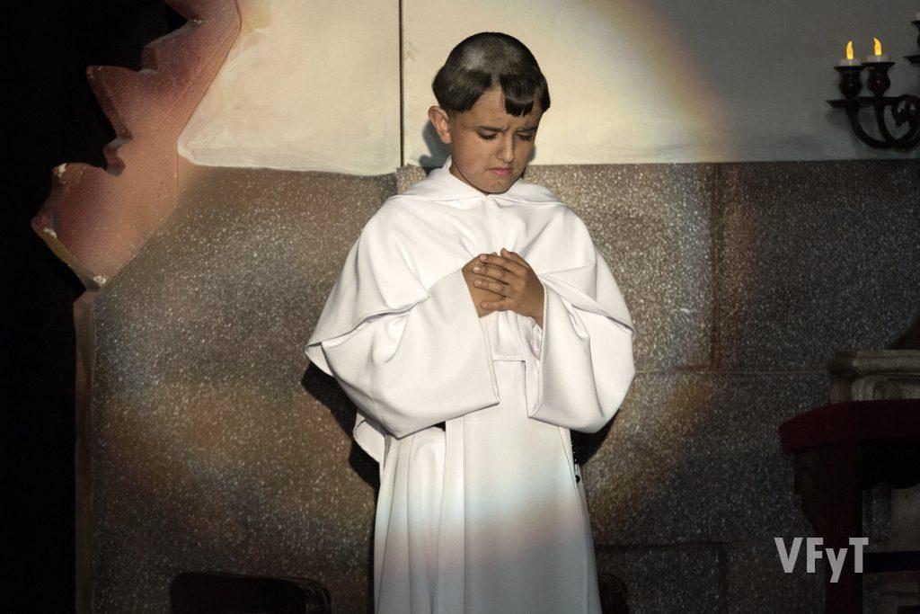 Dani Doménech como San Vicente anciano en L' última confessió con el Altar del Tossal. Foto de Mano0lo Guallart.