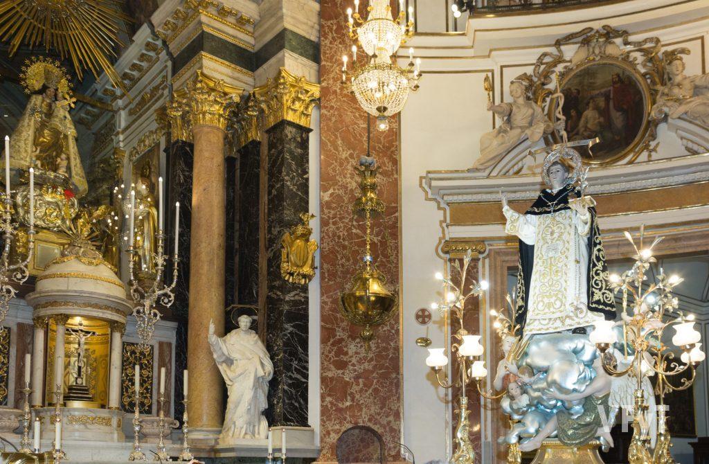 El encuentro de San Vicente Ferrer del Altar del Tossal con la Virgen de los Desamparados en la Basílica.