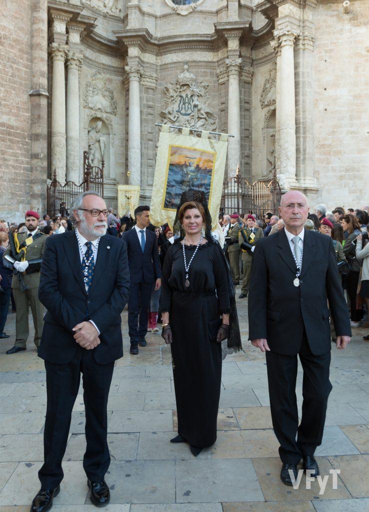 Miembros de la asociación vicentina de La Eliana en la procesión general, con su Clavariesa Mayor Antonia Ten.
