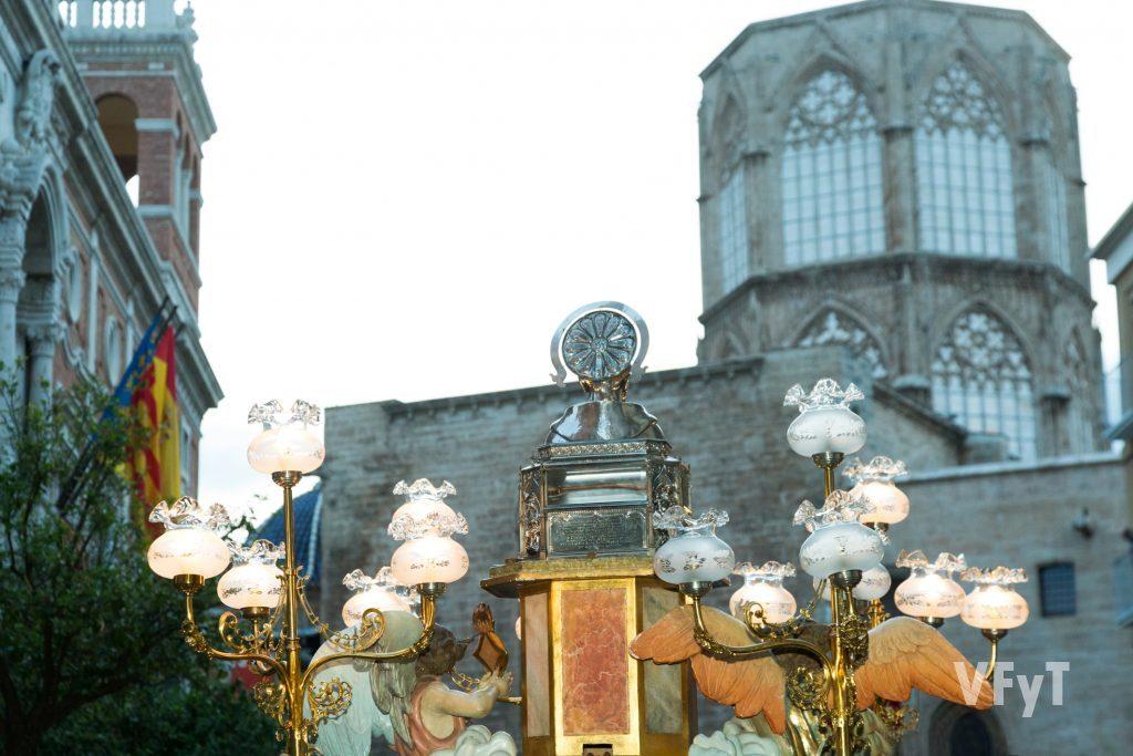 Llegada de la reliquia de San Vicente Ferrer a la Catedral de Valencia tras la procesión.