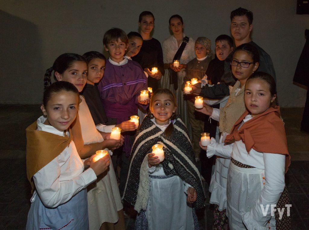 Los niños del Altar vicentino de Almàssera en los momentos previos al traslado del santo.