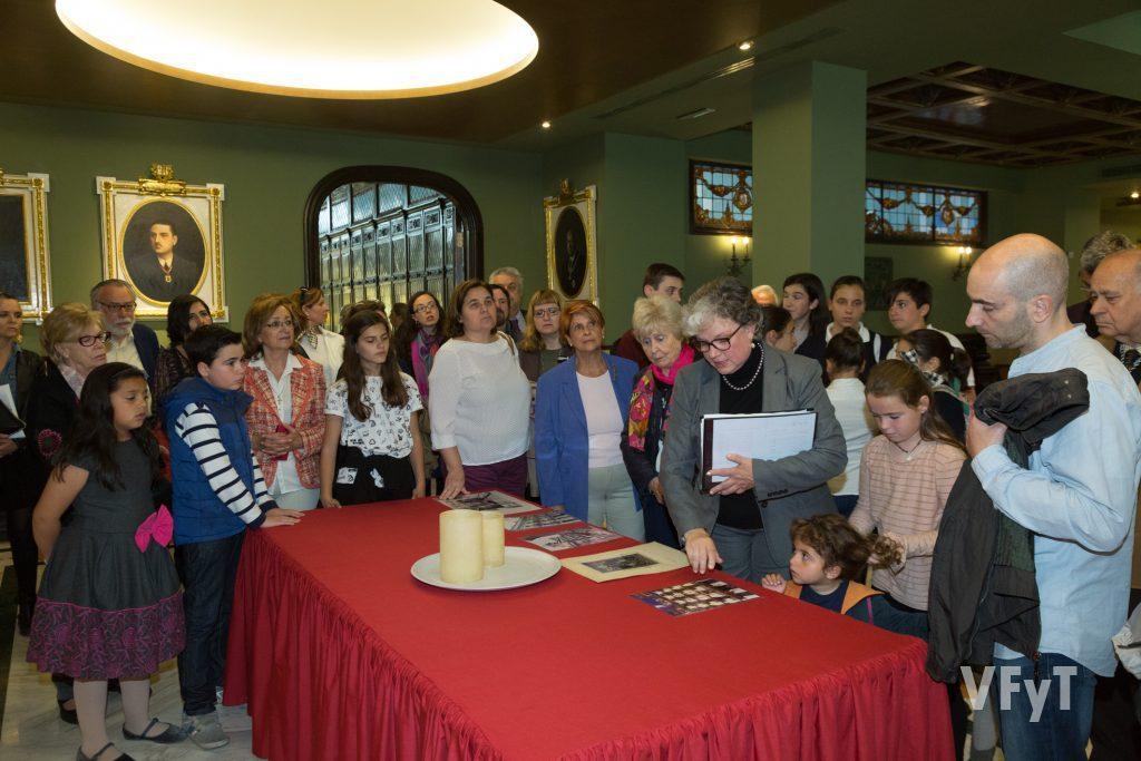 Visita al Colegio Notarial de Valencia de los niños participantes en el Concurso sobre la Vida de San Vicente Ferrer, organizado por la Asociación de Damas, con motivo de la entrega de los premios.