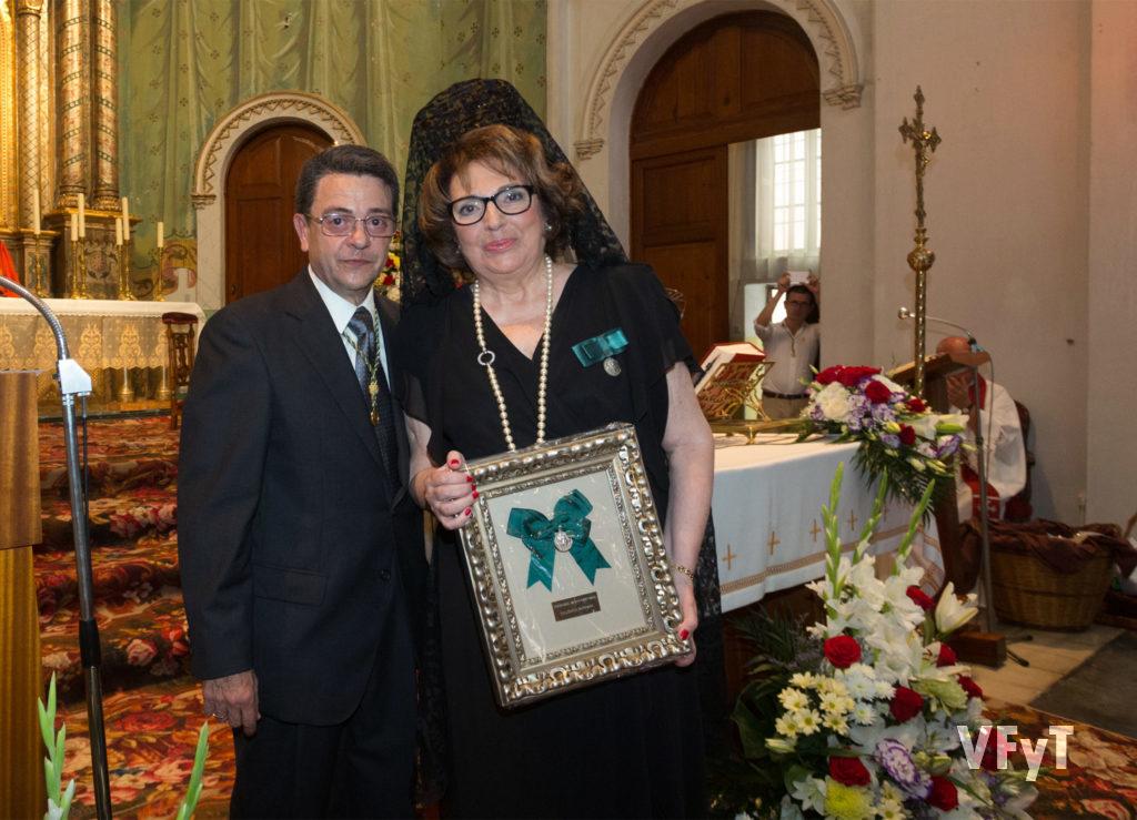 Joan Carles Salanova con la anterior presidenta de la cofradía, Carmen Lliso.