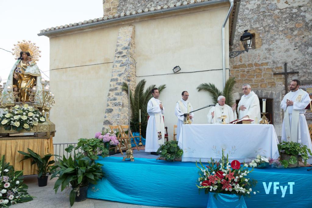 Misa de campaña en Murla, presidida por el arzobispo de Valencia, cardenal Antonio Cañizares.