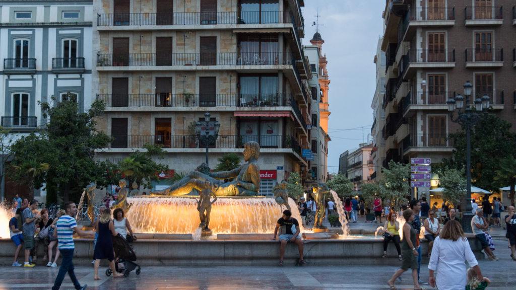 La fuente de la plaza de la Virgen en la ruta 'Mitos y leyendas a la luna de Valencia'.