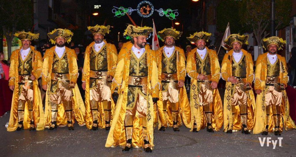urante el pasado fin de semana, la Gran Nit Mora i Cristiana, con la capitanía de las comparsas Alhama y Almogàvers, respectivamente, congregó a miles de vecinos y turistas atraídos por la magia, la música y los ritmos que llenaban las calles de Paterna.