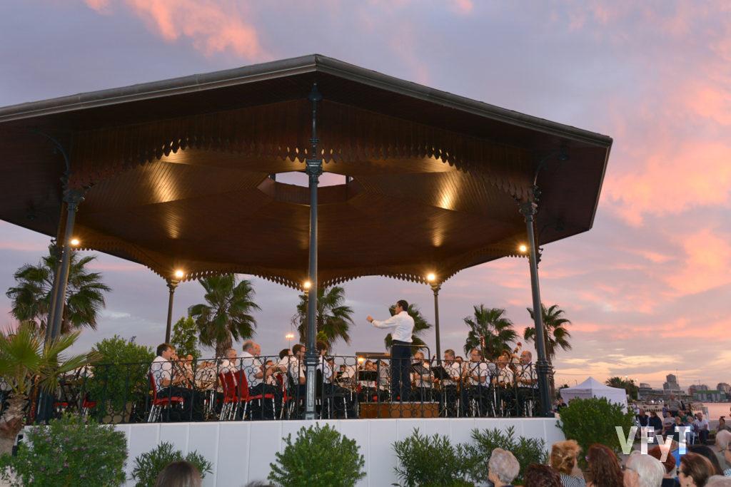 Atardecer en La Marina en el concierto inaugural de La Pérgola.