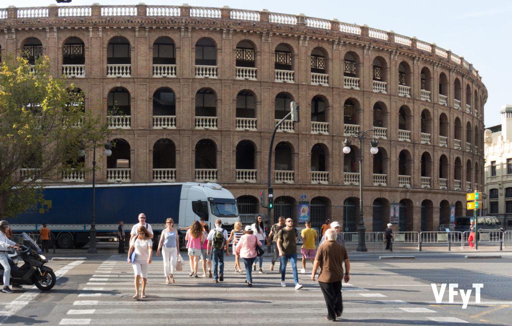 La Plaza de Toros de Valencia en la ronda que marca el centro histórico con el Ensanche.