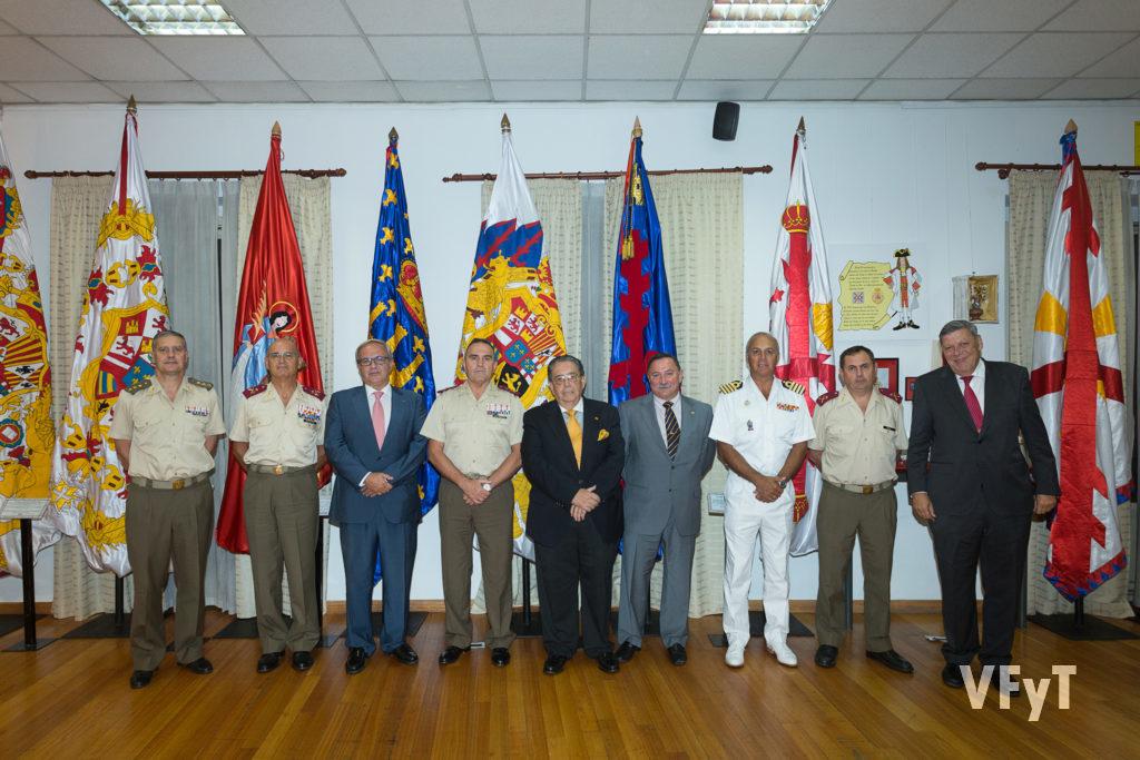 De izquierda a derecha: Coronel Morenza, General Montenegro, Eduardo Robles, Teniente General Gan, Manuel Sánchez Luengo, Jesús Dolado, Comandante Naval Villarrubia, Oficial, General Comas.