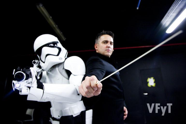 Constantino Martínez-Orts, en pose Star Wars para la revista Urban
