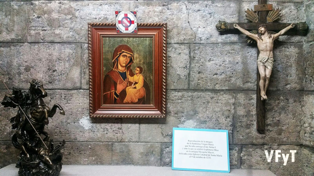 Nuestra Señora de la Seo en la capilla exterior de Sant Jordi (Catedral de Valencia). Fotografía de Agustín Verdeguer.