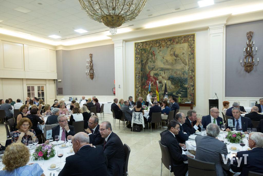 Ambiente en el Hotel Astoria durante la cena vicentina en honor a la Clavariesa Mayor del Tossal, Mª José Garrido.. Foto de Manolo Guallart.