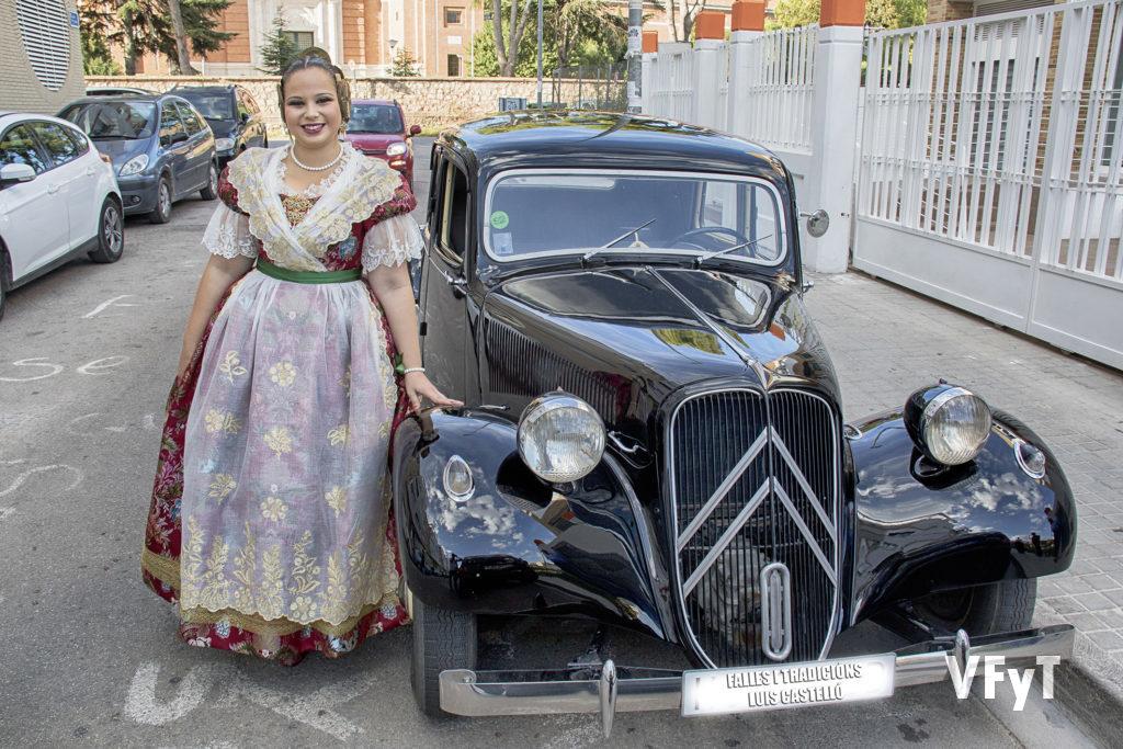 Paula Patricio, a su llegada al Teatro Municipal de Alfara del Patriarca.