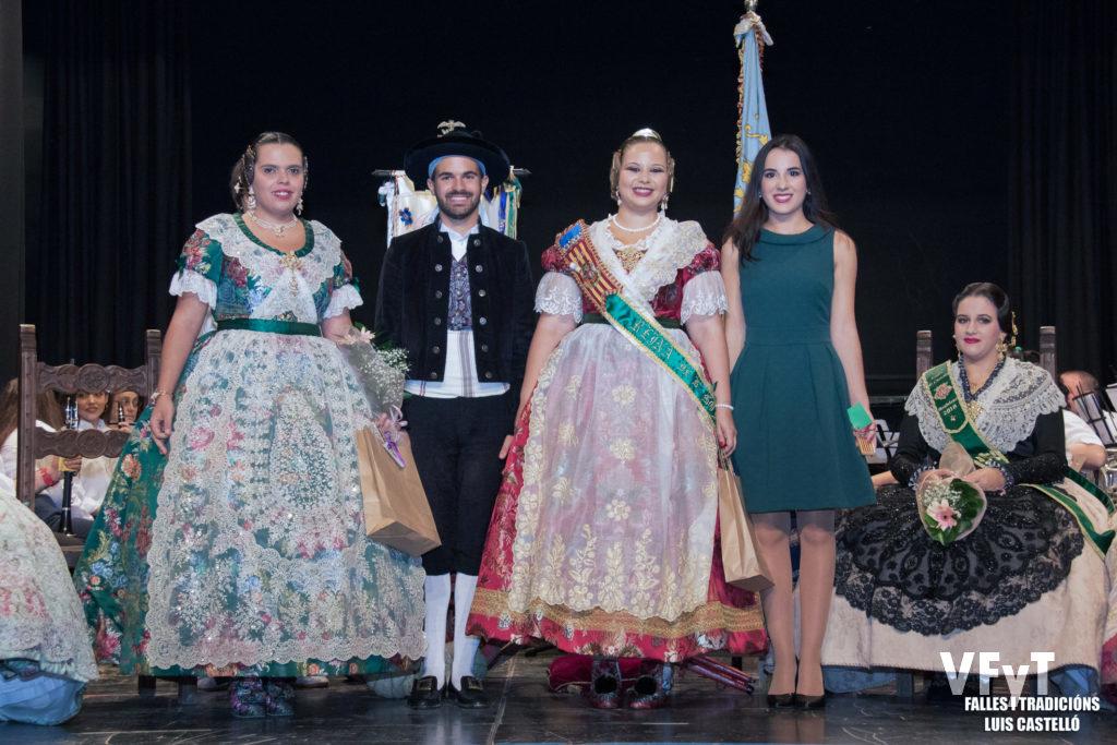 Ester Vicent, Manuel García y Paula Patricio, con la Fester de Honor, Beatriz Minguet.