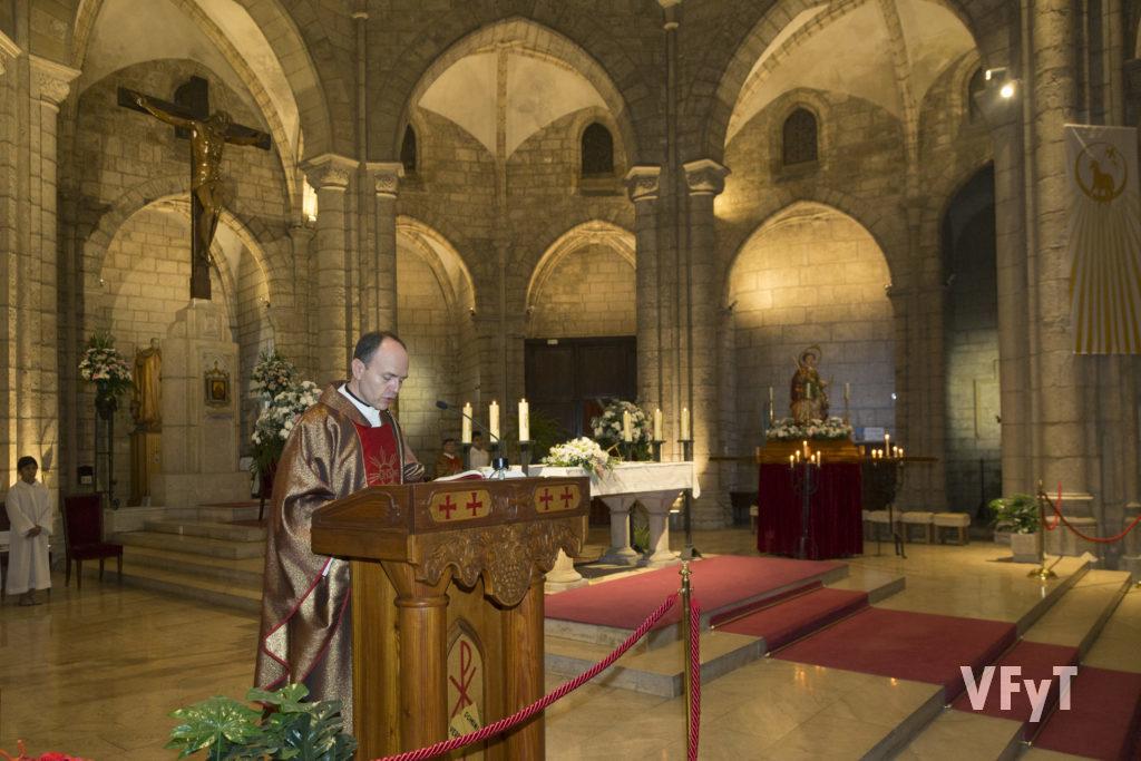 El P. Antonio Peña durante la celebración litúrgica de Santa Catalina.