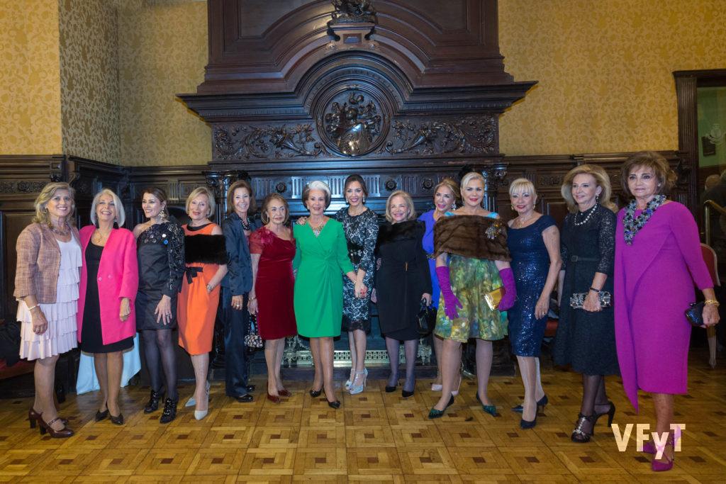 Mónica Duart (en el centro), acompañada por varias integrantes de la 'Orden del Querer Saber' que fueron invitadas al acto.