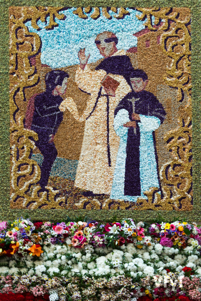 Tapiz realizado por Miguel Galbis, que se coloca por la fiesta en la fachada de la Casa Natalicia de San Vicente Ferrer.