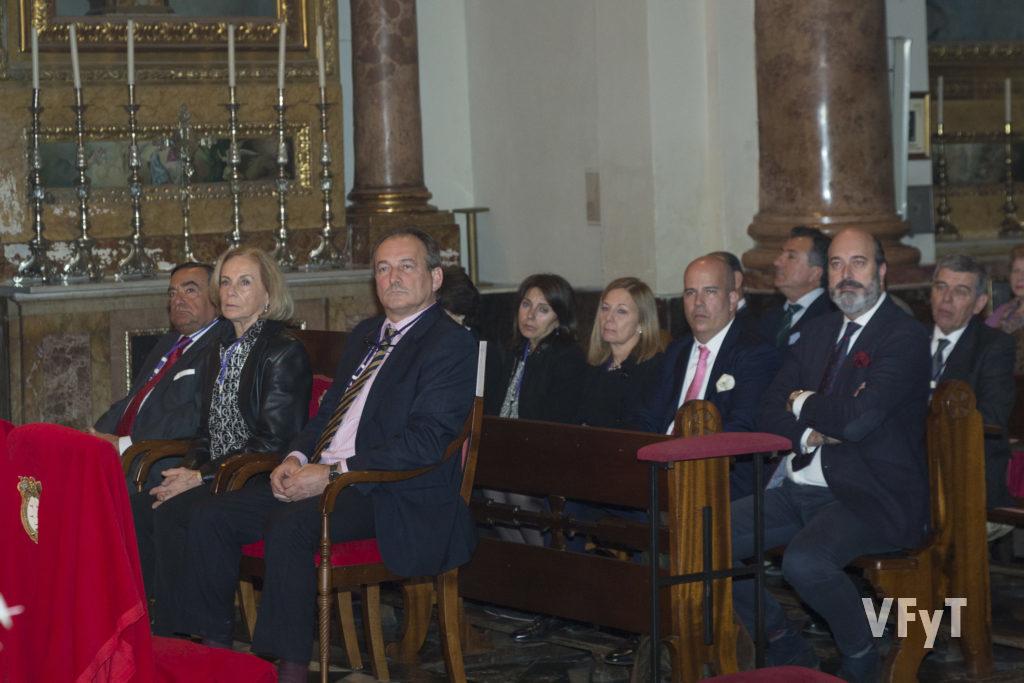 De izda. a dcha., José Luis Aguirre (secretario de la Archicofradía), Elena García del Moral Betzan (diputada) y José María Lledó López cobo (fiscal)