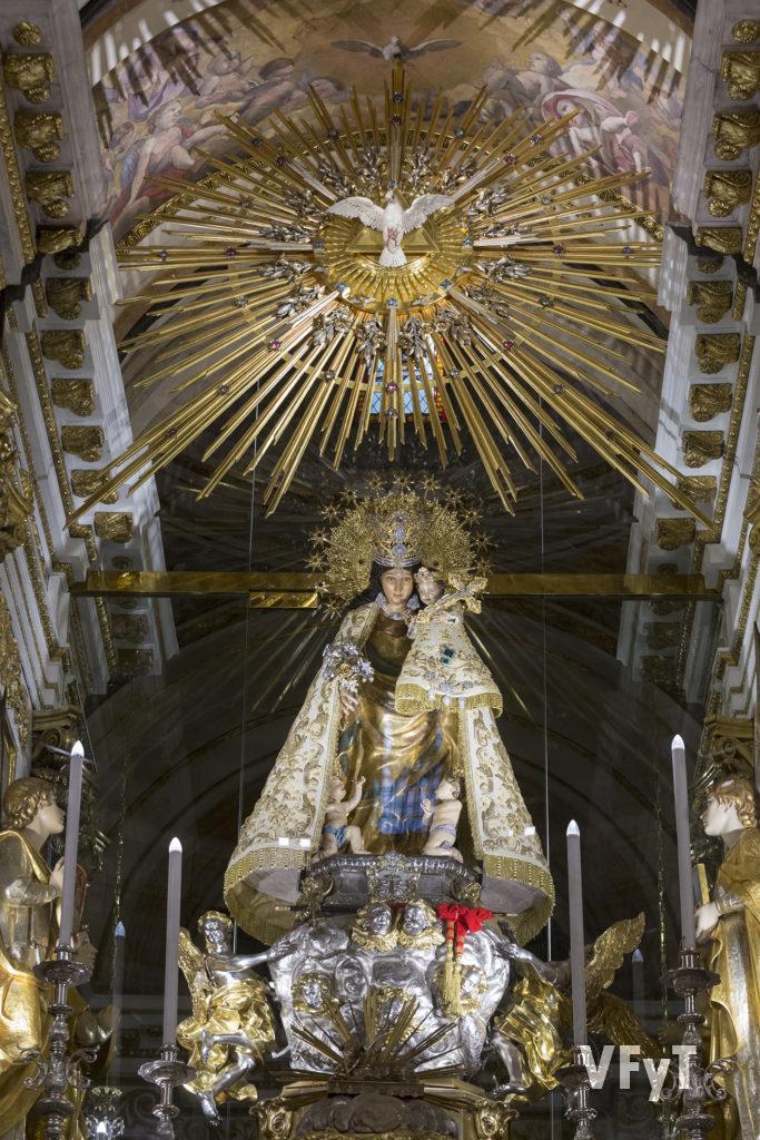 Altar mayor de la Basílica de Nuestra Señora de los Desamparados en Valencia (detalle central) . Foto de Manolo Guallart.