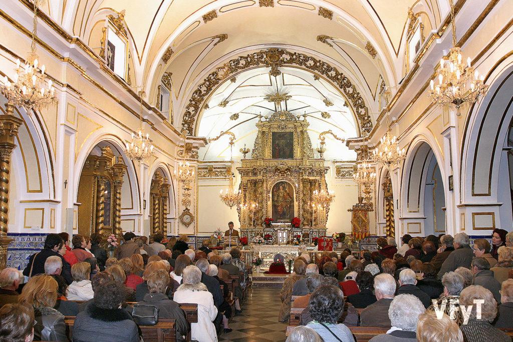 Celebración de una eucaristía en la ermita de Santa Lucía. Foto de archivo.
