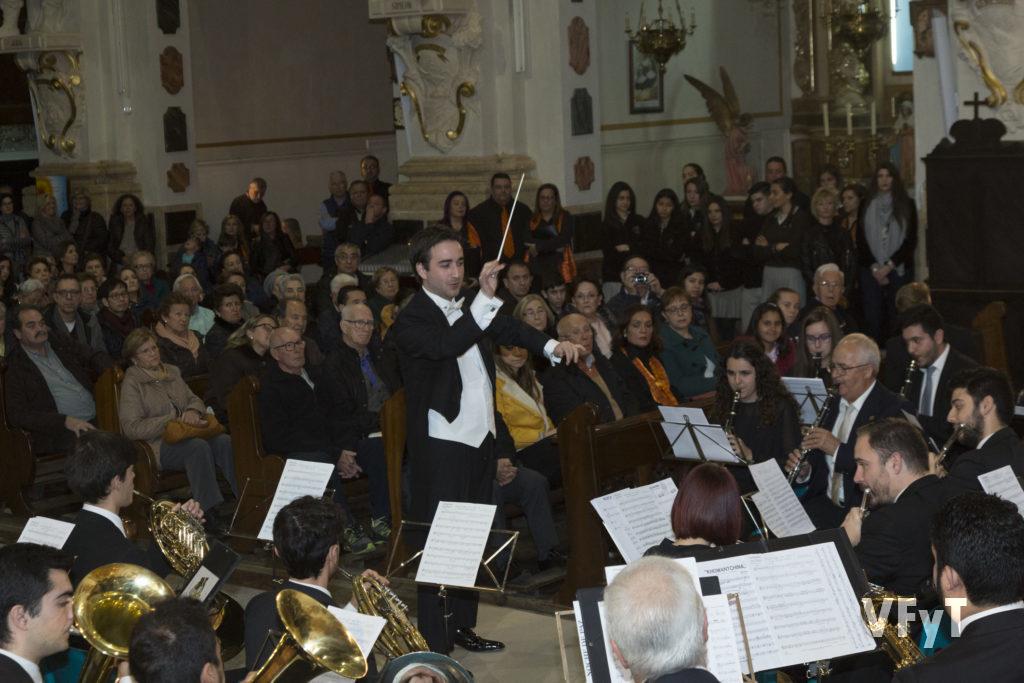 Vicente Gabarda, dirigiendo la Unió Musical del Centre Històric de València. Foto de Manolo Guallart.