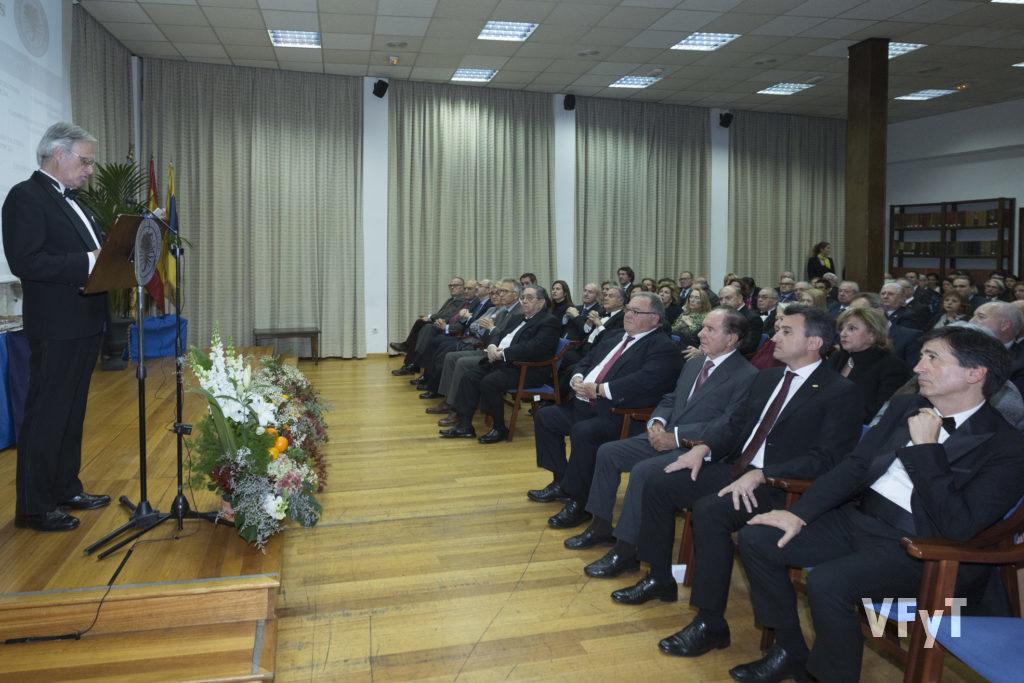 José Francisco Ballester-Olmos, secretario de los Premios Ilustres, en la lectura del acta.