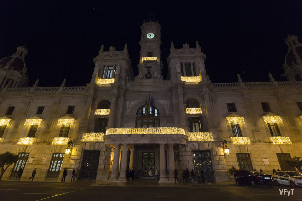 La noche de Fin de Año volverá a celebrarse una fiesta por todo lo alto frente al Ayuntamiento de València. Foto: Manolo Guallart.