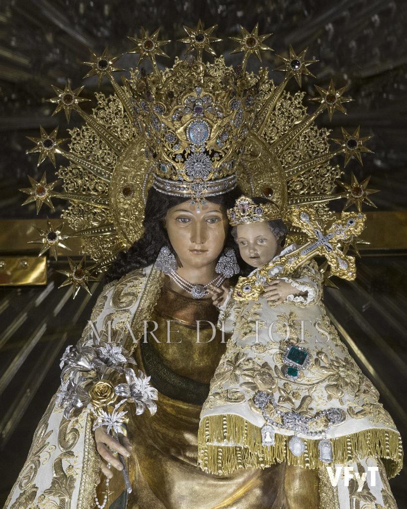 (Detalle) La Virgen de los Desamparados en la Basílica. Foto de Manolo Guallart.