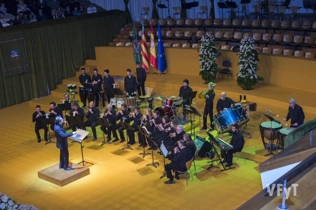 Actuación de la 'Colla El cudol'. Foto de Manolo Guallart.