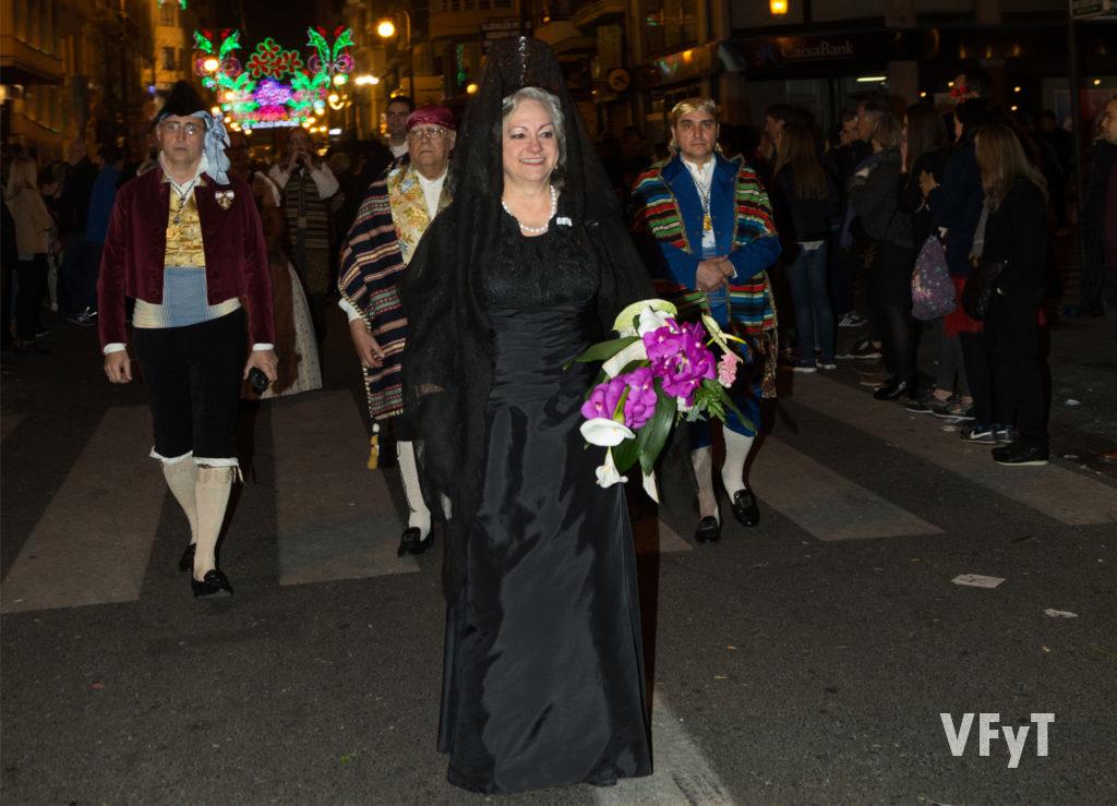 Carmela Morell, en la Ofrenda de las Fallas de Valencia por la calle de San Vicente Mártir. Foto de Manolo Guallart.