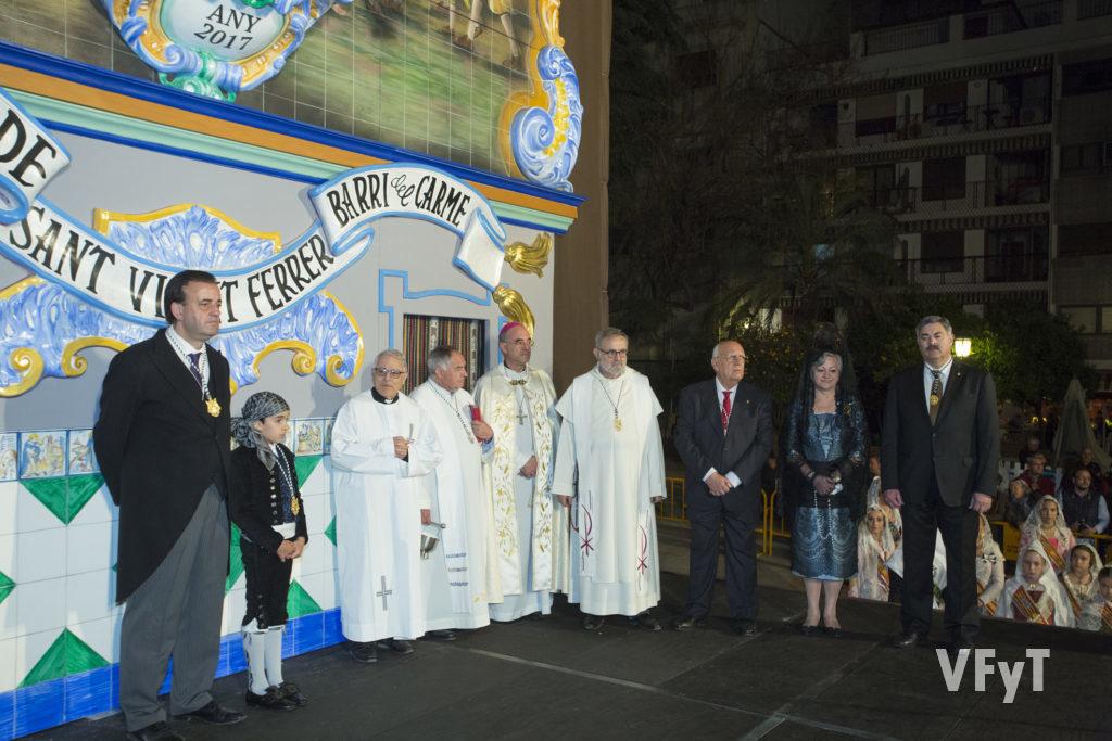 Carmela Morell en la bendición del nuevo altar de la asociación vicentina del Carmen que realizó del obispo auxiliar Arturo Ros. Foto de Manolo Guallart.