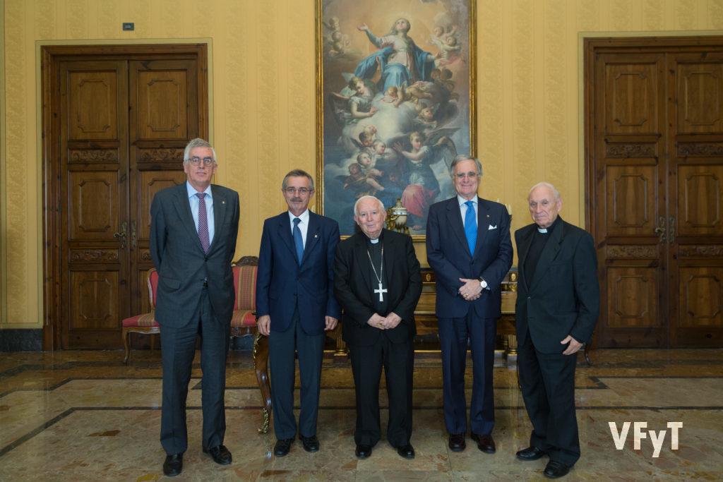 Caballeros Jurados de San Vicente Ferrer, tras una reciente audiencia con el cardenal Antonio Cañizares. Foto de Manolo Guallart.