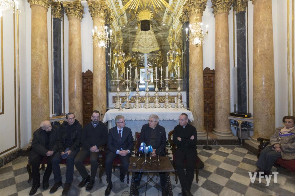 El camarín de la Virgen de los Desamparados ha acogido la rueda de prensa sobre el proyecto audiovisual de la Basílica. Foto de Manolo Guallart.