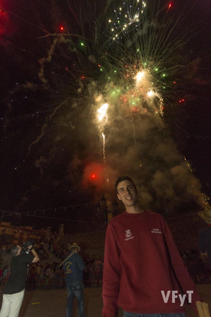 El Clavario Mayor, Eros Quesada, en plena fiesta de San Roque. Foto de Manolo Guallart.