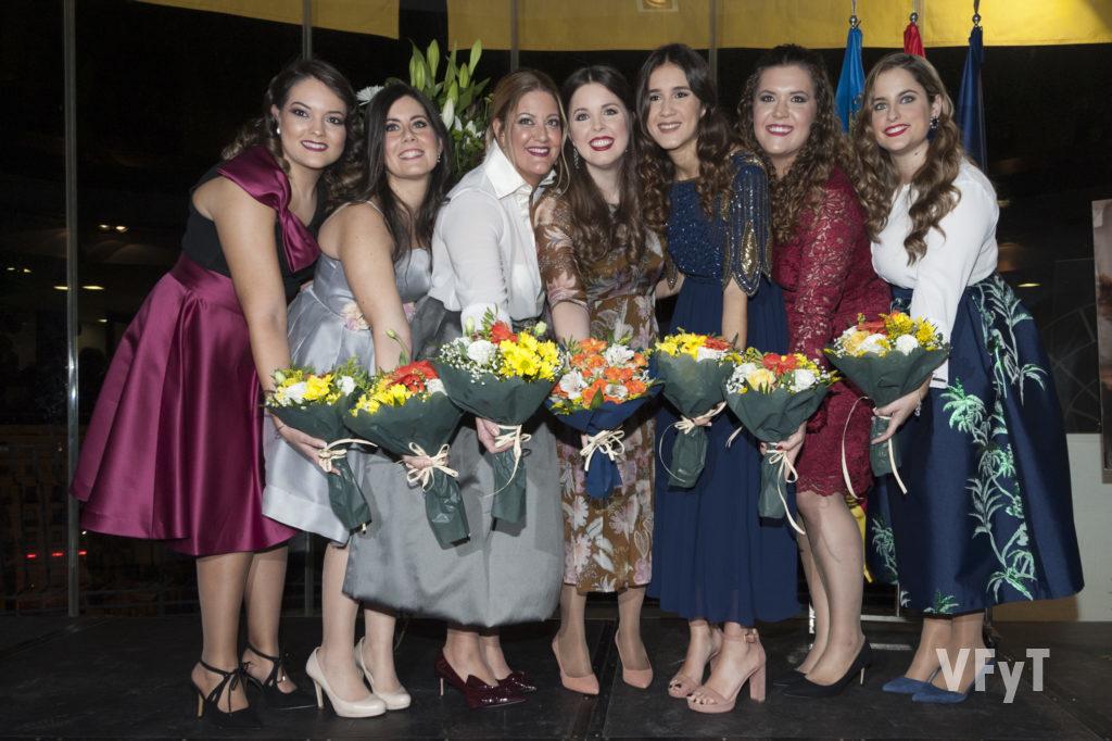 María Chaqués Vöringer (en el centro), Regina dels Jocs Florals 2019 con su Cort d' Amor en el acto de la 'Demanà'. Fotografía de Juan M. Ramón.