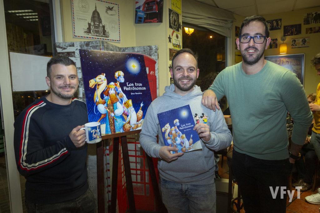 José Luis Ceballos (izda.), Paco Sanabria y Carlos Justo en la presentación de 'Los tres Astrónomos'. Foto de Manolo Guallart.