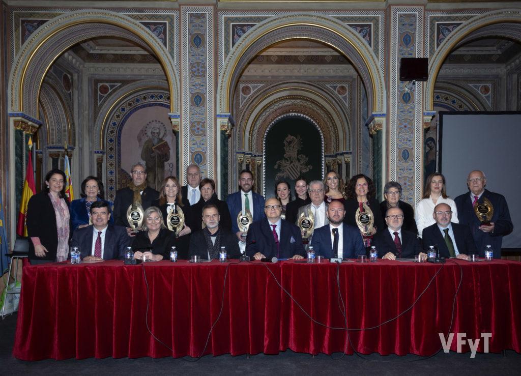 Premiados por ARCHIVAL 2018 con las autoridades que presidieron en acto. Foto de Manolo Guallart.