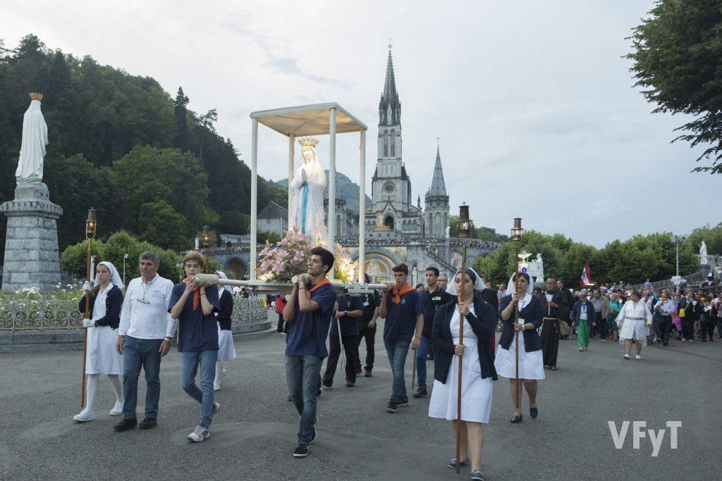 Procesión de las Antorchas en el Santuario de Lourdes. Foto de Manolo Guallart.
