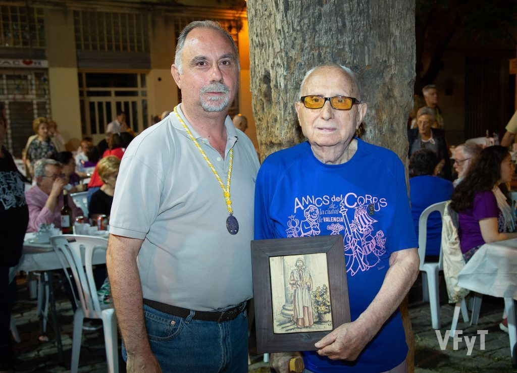 Juan Gómez, padre e hijo, en la noche del homenaje. (Foto: Manolo Guallart)