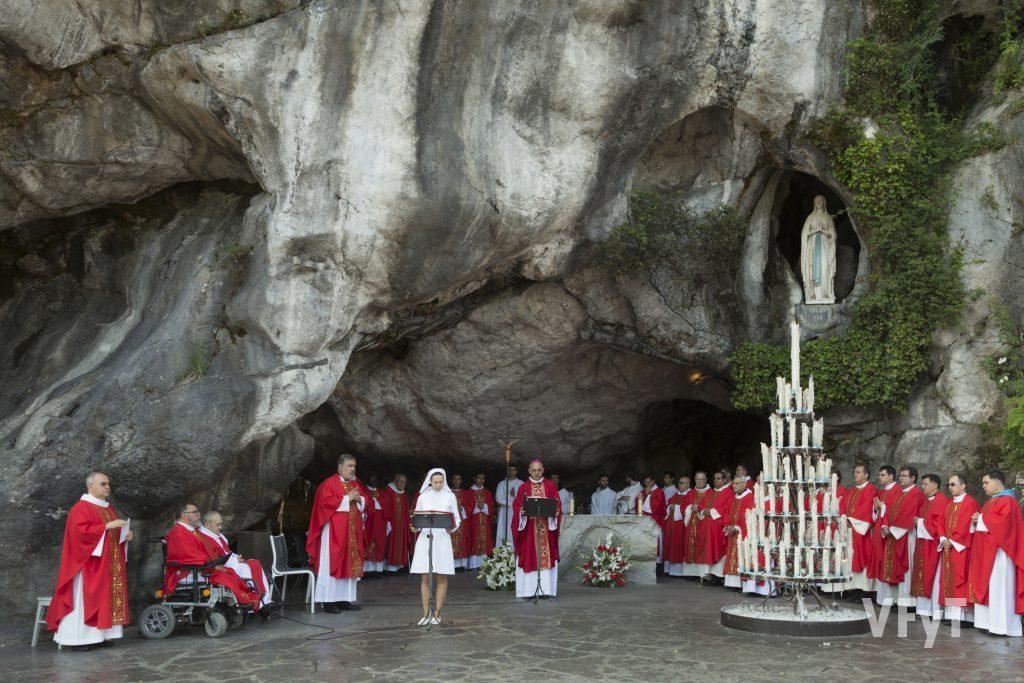 Eucaristía en la Gruta