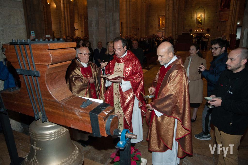 Bendición de la campana'El Peret' en la iglesia de Santa Catalina. Foto: Juan Manuel Ramón.