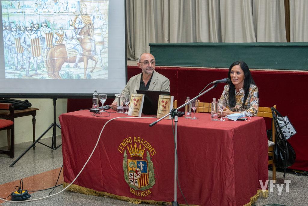 La editora Arancha García Cetina, junto con Pascual Sánchez en la presentación de 'Setenta leguas'. Foto: manolo Guallart.
