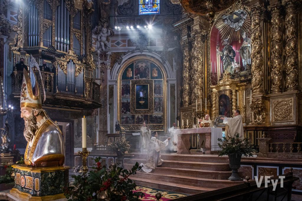 Eucaristía en la parroquia de San Nicolás Obispo y San Pedro Mártir (Valencia), presidida por monseñor Manuel Ureña, Obispo emérito de Zaragoza. Foto: Manolo Guallart
