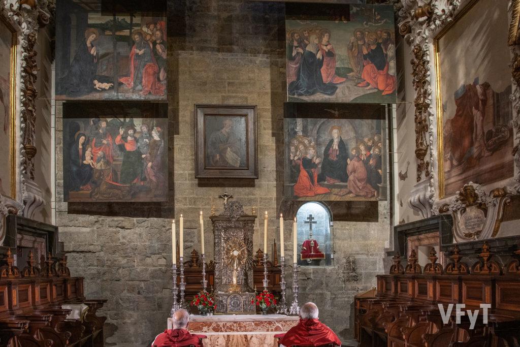 Las XL Horas de Adoración eucarística en la capilla de San Pedro (Catedral de Valencia). Foto: Manolo Guallart.